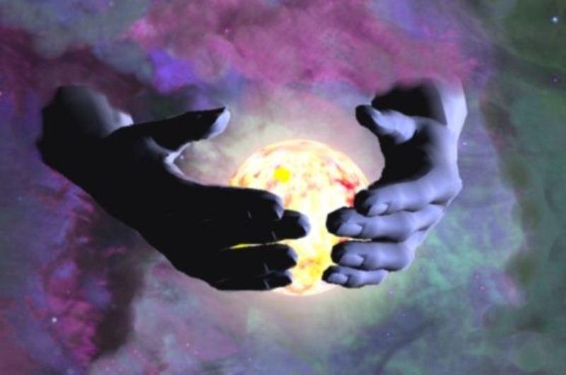 10 Hubungan yang Pasti Bikin Hidup Kamu Penuh Warna