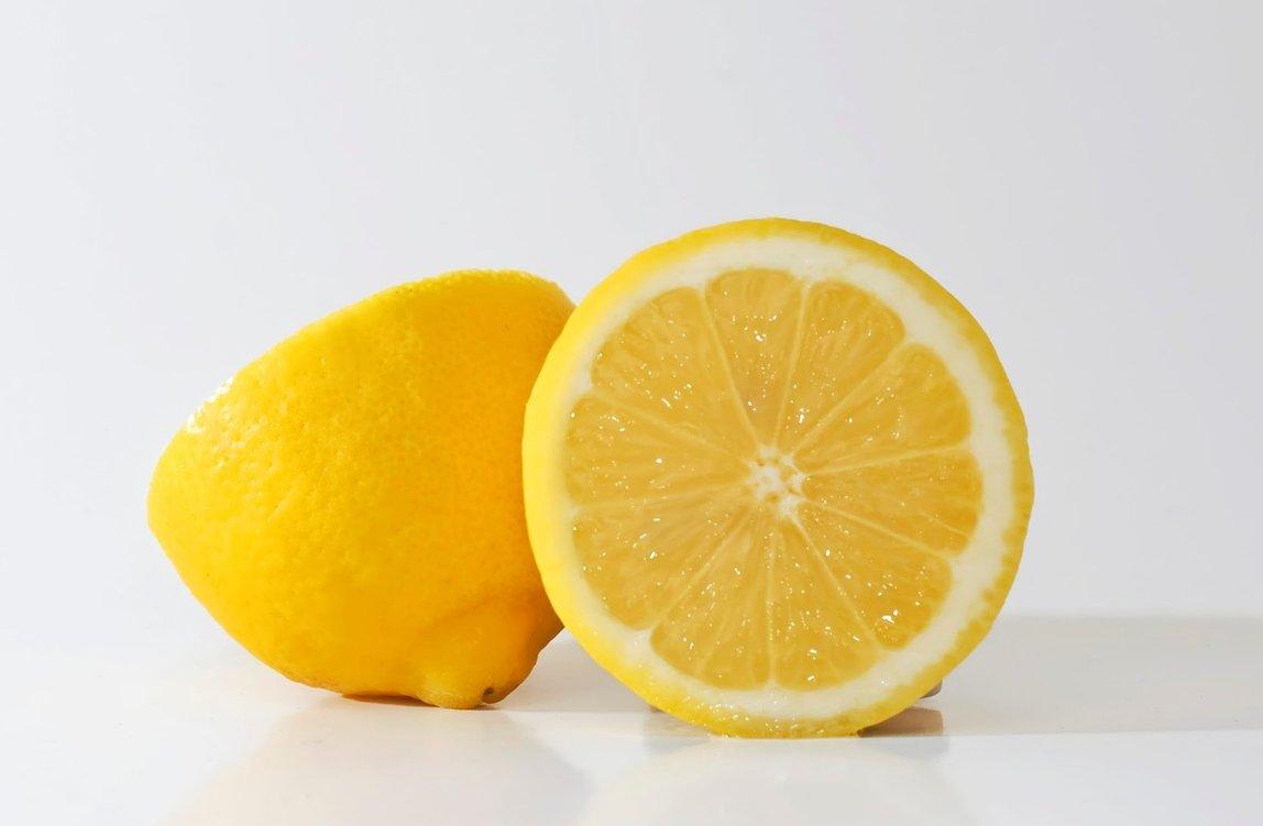 Rambut Sehat Berkilau dengan Lemon Tanpa Harus Merogoh Kocek Banyak Guys!